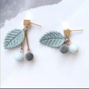 Jewelry - Cute velvet earrings new